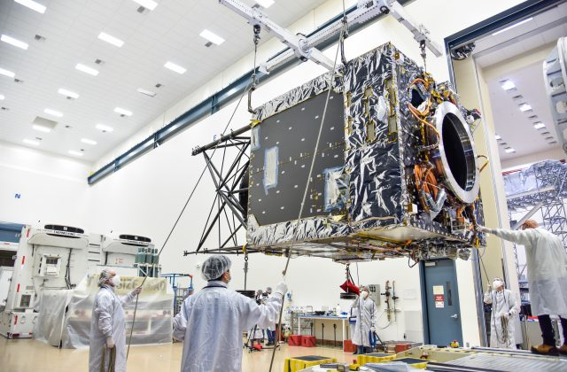 Maxar engineers prepare the Psyche spacecraft bus for transport to NASA's Jet Propulsion Lab.